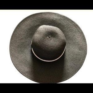 Accessories - Beach hat (with adjustable strap)